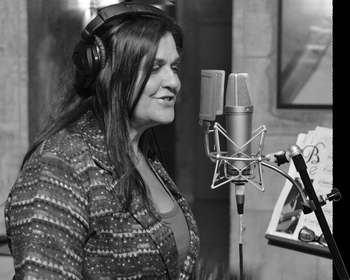 Beatriz gravando voz