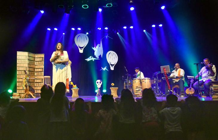 Foto de release do Show Canções, Histórias e Brincadeiras Musicais